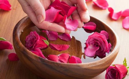 فواید دارویی و درمانی گلاب برای بدن